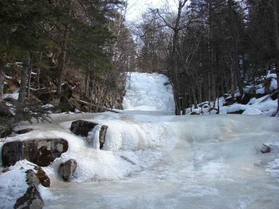 14.Вид на ступени водопада. | 1.04.2012 года. Водопад Горбатов. Шкотовское плато.