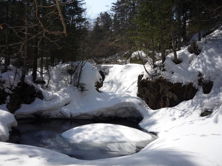 """Водопад """"Медвежий"""" во власти снега.   Смольный ключ (Шкотовский р-он)"""