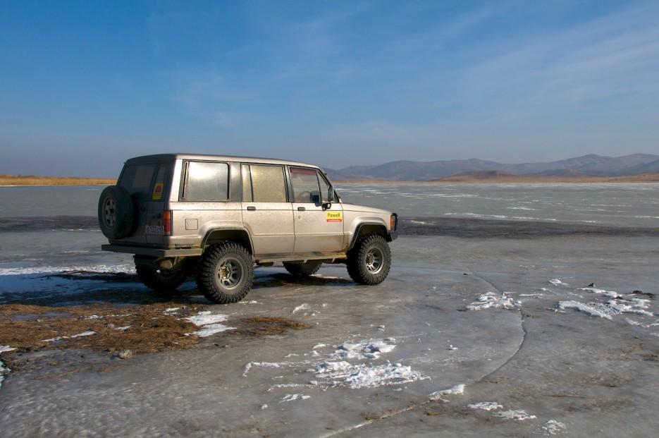 Джип на льду озера Птичье.   Хасан зимний. Часть1. Озеро Птичье (Тальми), озеро Родниковое, бухта Калевала.