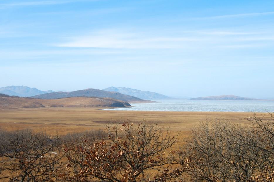 Болотистый берег и озеро Птичье.   Хасан зимний. Часть1. Озеро Птичье (Тальми), озеро Родниковое, бухта Калевала.