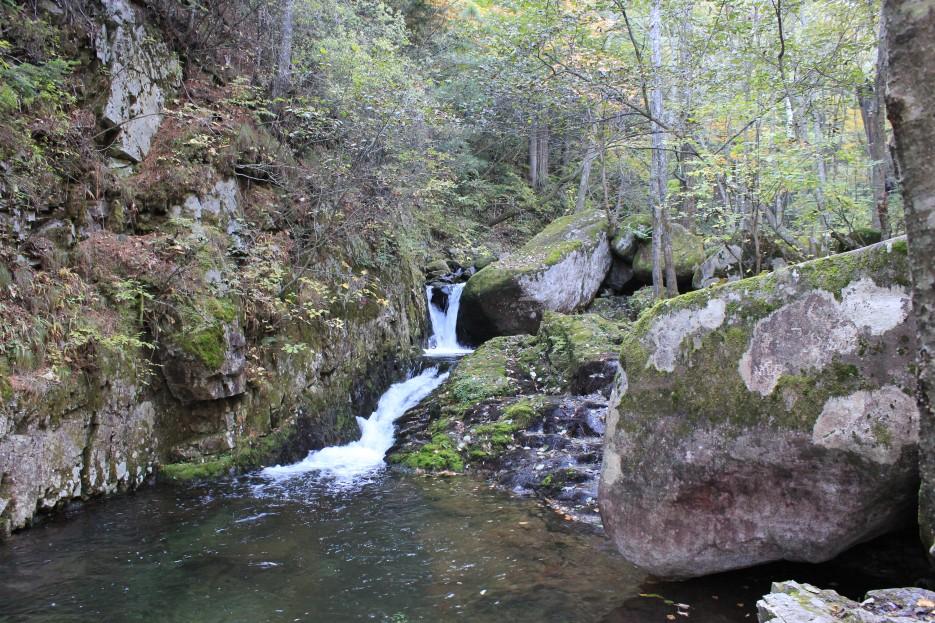 небольшой водопадик на ключе Ойры | г.Пидан сентябрь 2011
