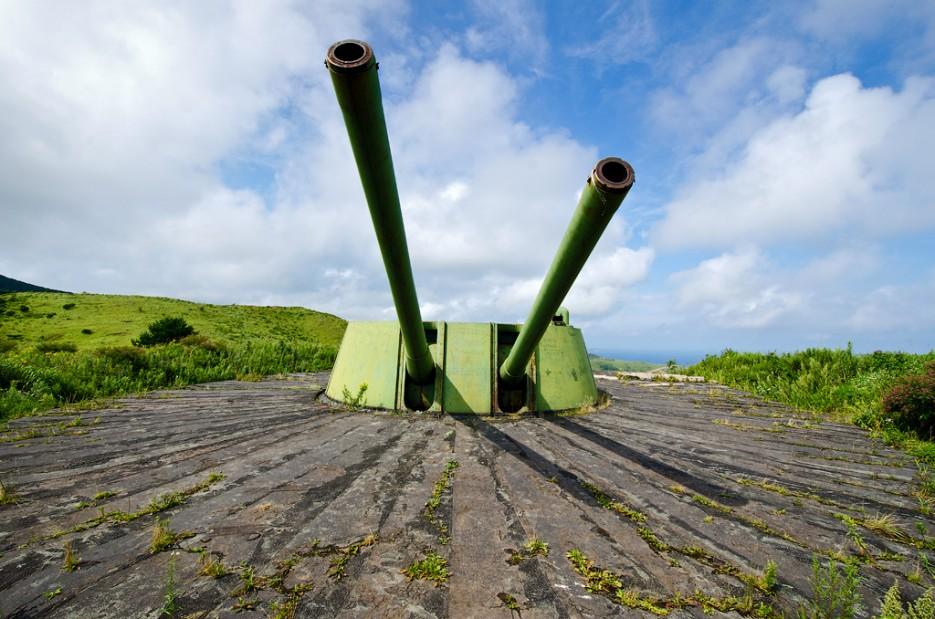 Башенная двухорудийная артиллерийская установка МБ-2-180. | Мыс Гамова и батарея № 220. Полуостров Гамова. Южное Приморье.