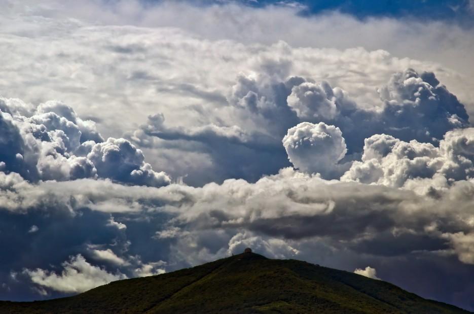 Где-то рядом с Зевсом, на горе Олимп. (Сопка Туманная) | В погоне за грозой. Полуостров Гамова. Южное Приморье.