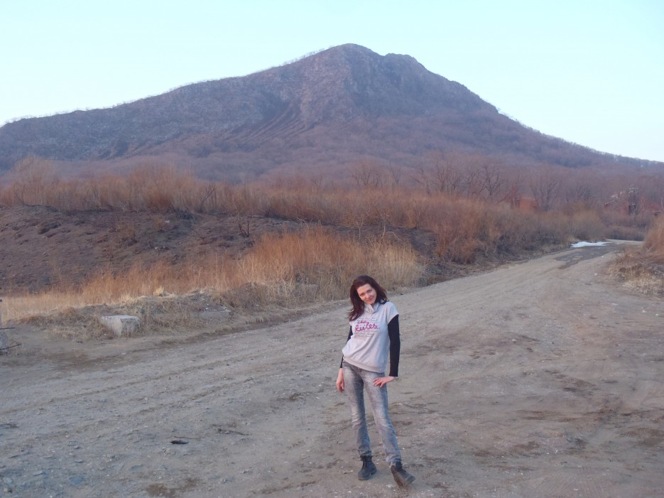 после спуска. за мной г. Сестра | гора Сестра, бухта Лашкевича