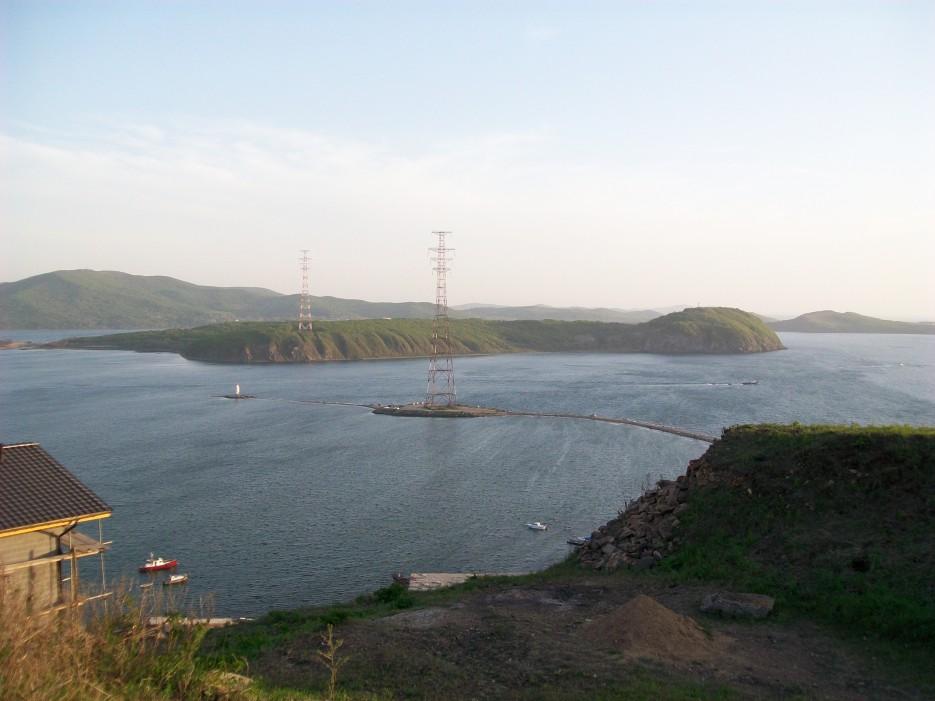 Вид на остров Св. Елены   Походы на остров Русский