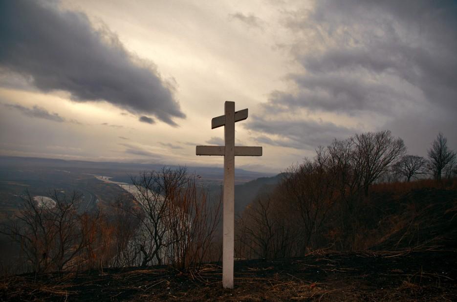 """На """"вершине"""" стоит крест.   Барановский вулкан. Надежденско-Уссурийский район."""
