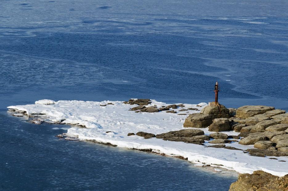 Мыс Тобизина. | Полуостров Тобизина и мыс Вятлина. Юго-восточное побережье острова Русский. Весна.