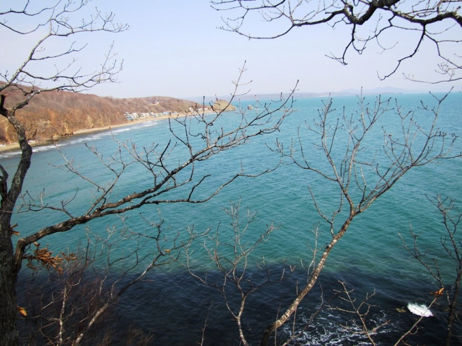 на той стороне залива - мыс Виноградного | мыс Вилкова и окрестности