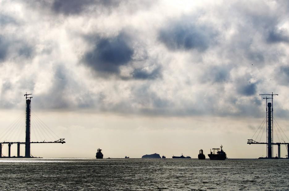 Столпотворение. Пролив Босфор-Восточный. | Южное побережье острова Русский. Залив Петра-Великого.