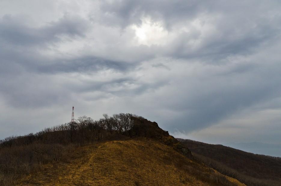 Одна из самых высоких точек Богатой гривы. | Траверс от Шаморовского перевала до посёлка Емар по хребту Богатая грива (Океанский).