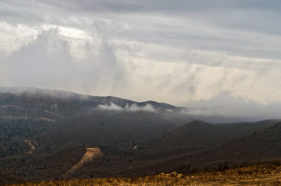 Туманные дали. | Траверс от Шаморовского перевала до посёлка Емар по хребту Богатая грива (Океанский).