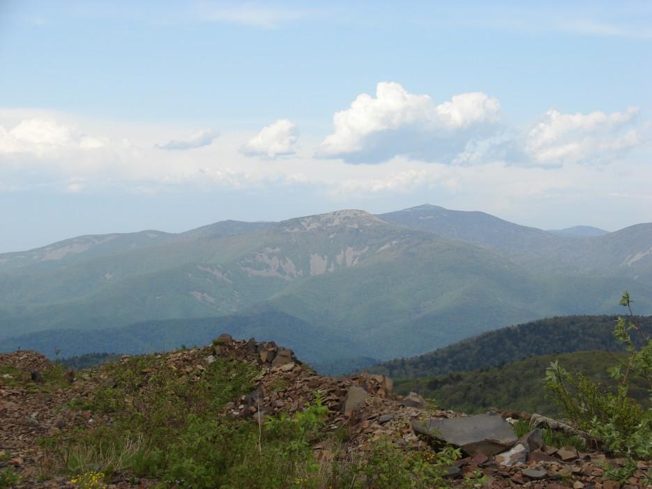04.Вид на г.Лысый Дед 1120 м и г.Пидан1332 м. | 26.05.2012 года. Поездка на г.Криничная (826 м).