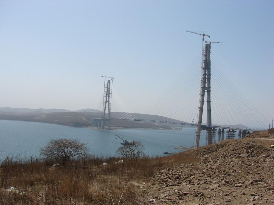 01.Мост на остров Русский в апреле 2012 года.   Мост на остров Русский.
