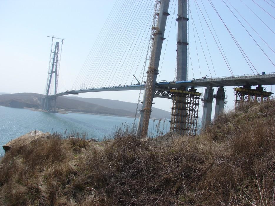 02.Вид на мост с полуострова Назимова. | Мост на остров Русский.