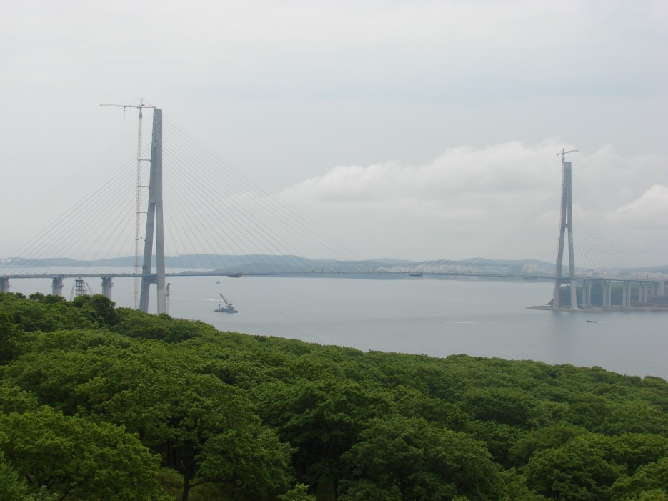 04.Вид на мост со Змеинки. | Мост на остров Русский.