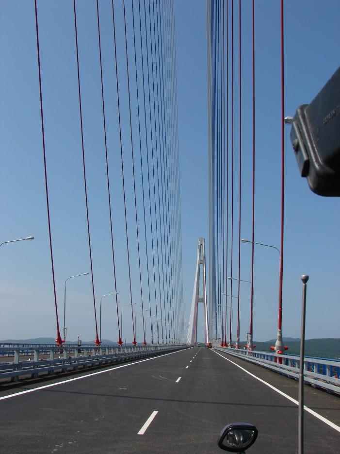 09.Середина моста на остров Русский. | Мост на остров Русский.
