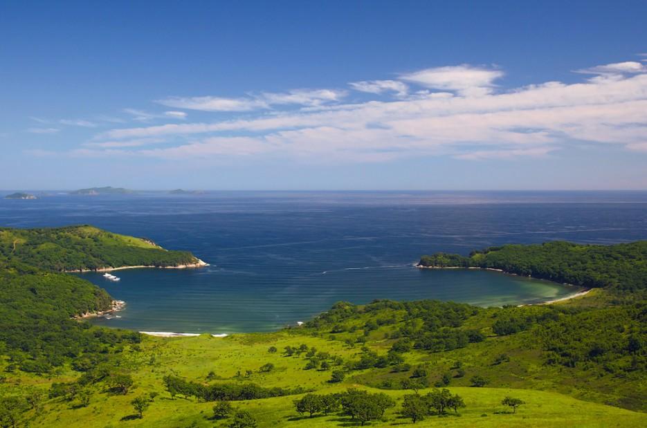 С сопки Астафьева открылся красивейший вид на бухту Средняя | Заповедный полуостров Гамова - наперекор ненастью!