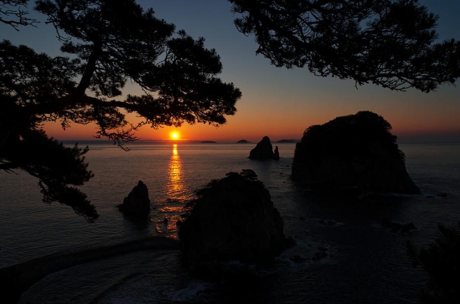 Рассвет на кекурах Бакланьих   Заповедный полуостров Гамова - наперекор ненастью!
