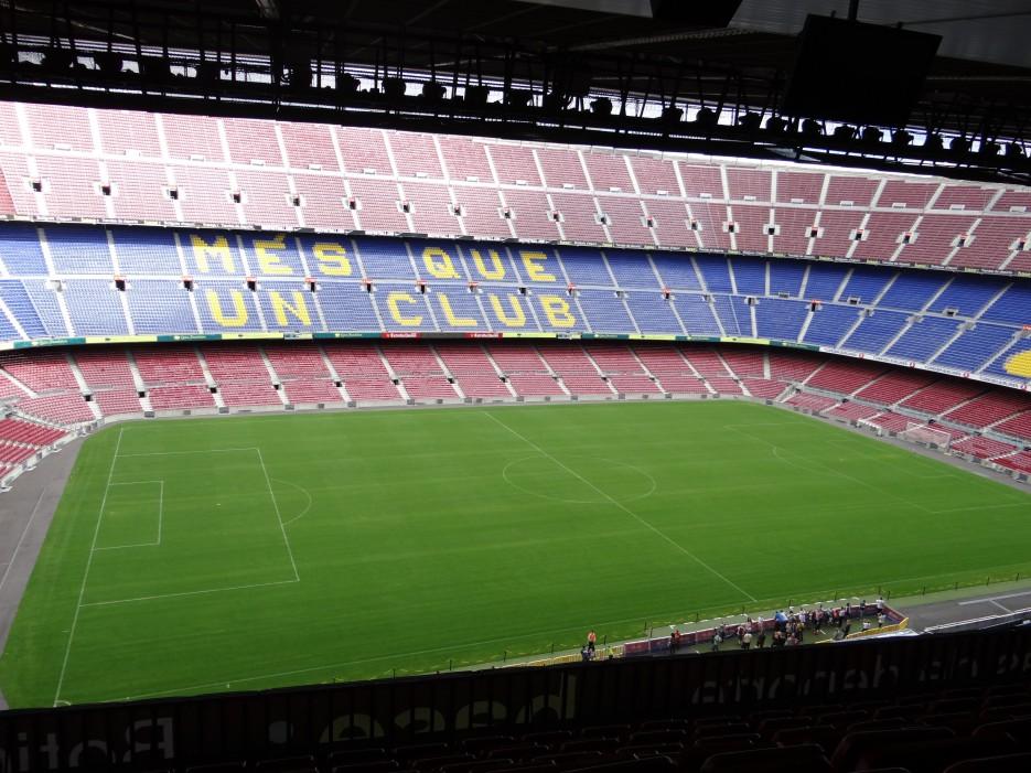 стадион CUPM NOW вместимость около 100 000 человек | Свадебное путешествие в Испанию