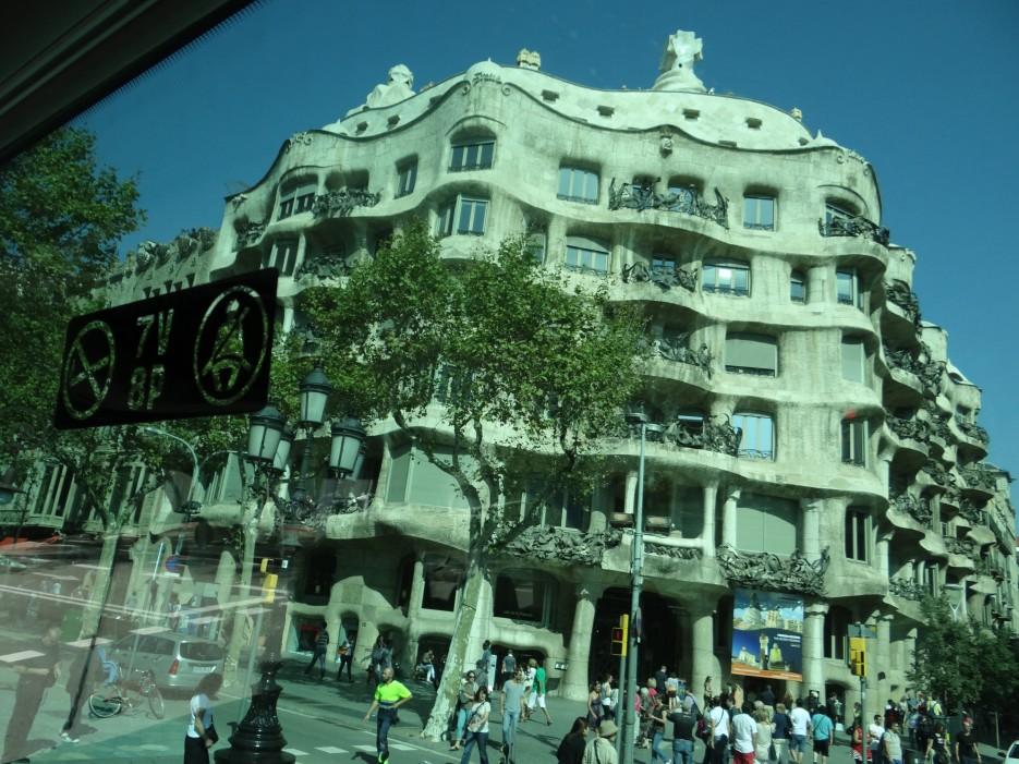 Дом без углов. Архитектор Антонио Гауди. г.Барселона | Свадебное путешествие в Испанию