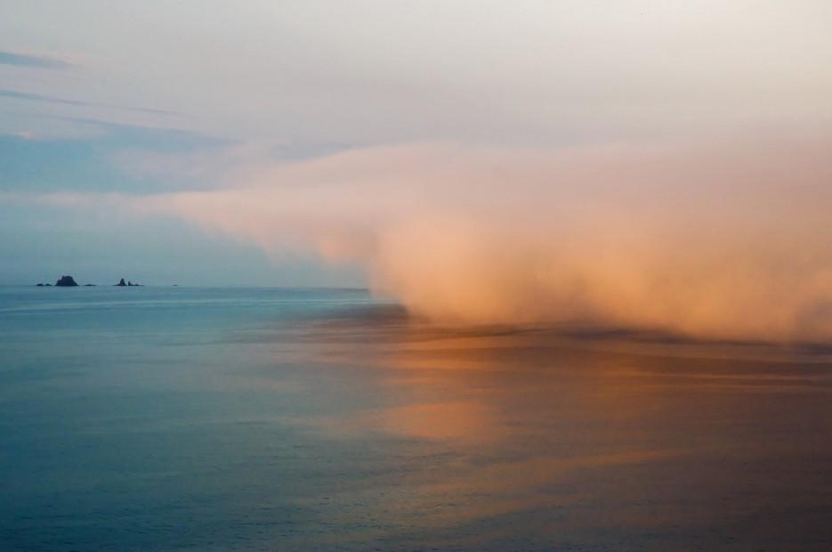 Приближение тумана со стороны островов Верховского. | Остров Русский. Возвращение.