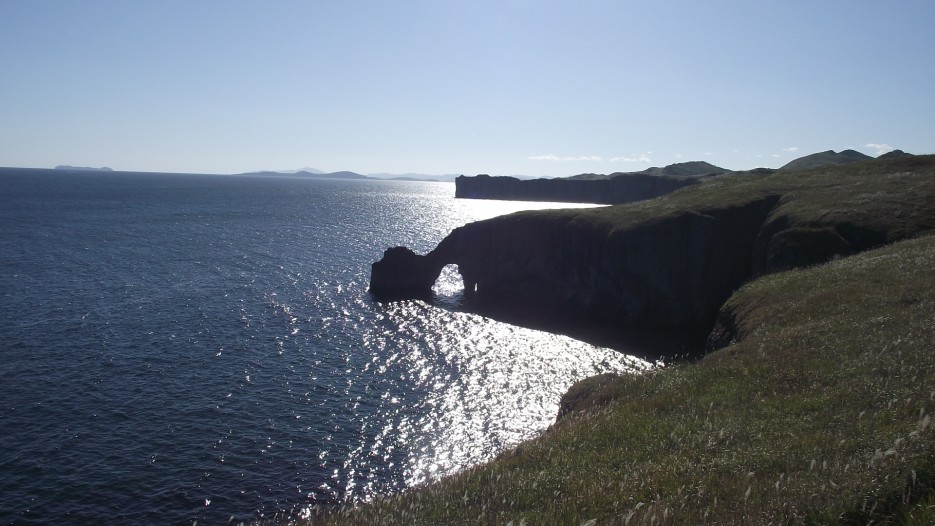 скала Ворота с обратной стороны на закате | Прогулки по полуострову Брюса