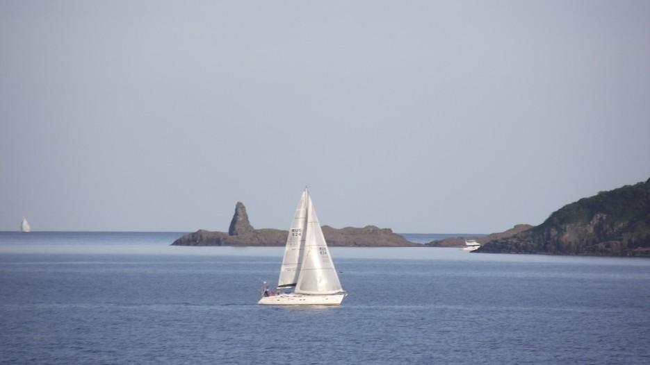 Яхты на фоне Акульего зуба | Прогулки по полуострову Брюса