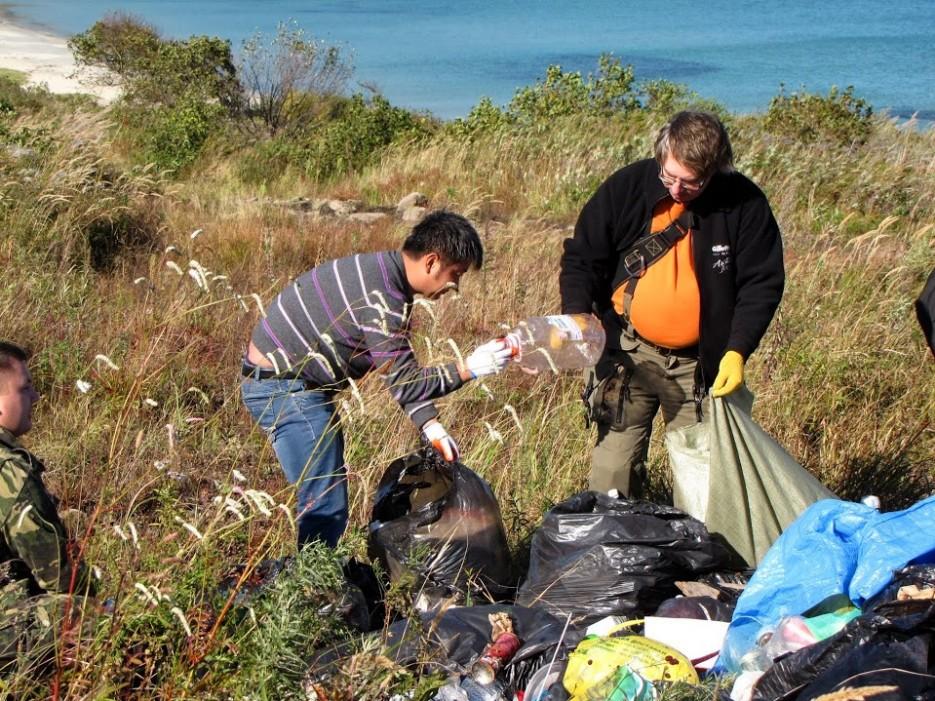 Фото 43364 | Волонтеры в бухте Астафьева