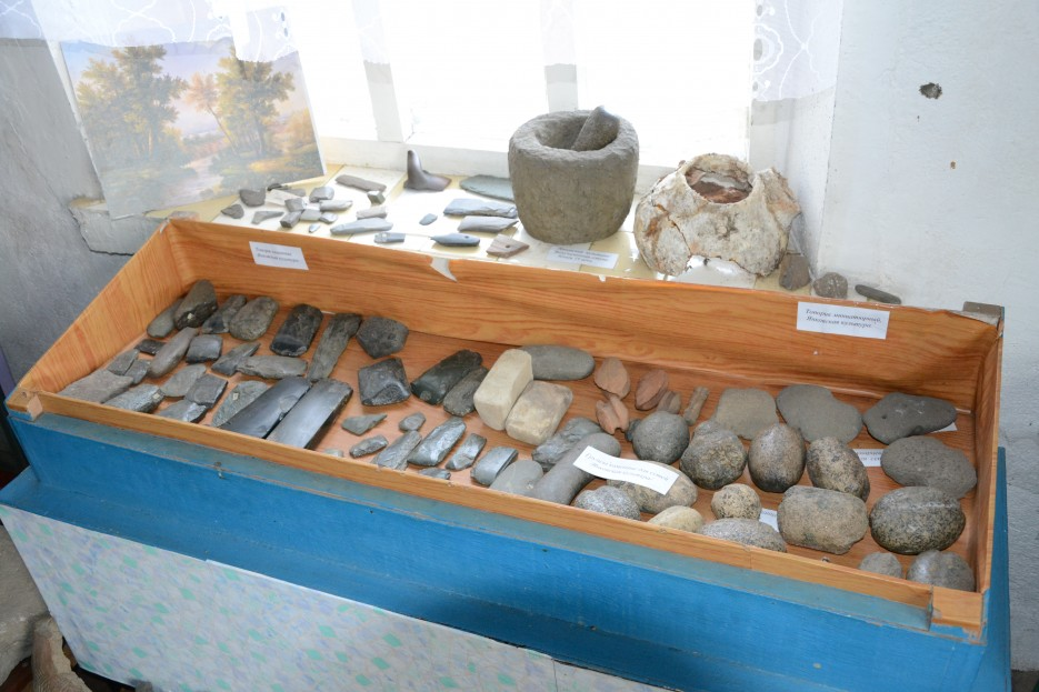 А это артефакты от тех самых Су Шень (китайск) или Илоу (японск), у нас больше известных как янковская и зайсановская археологические культуры.   Посьетский естественно-исторический музей
