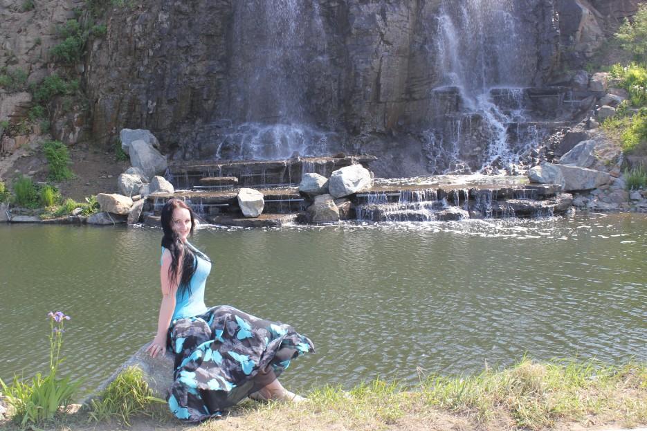 Шамора.инфо на фоне водопадов на острове Русском.   Отдых в Приморье. )))