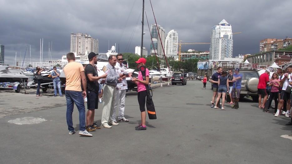 Фото 44627   Славянский берег в гребном спорте. Чествование участников регаты вдоль берега Хасанского района