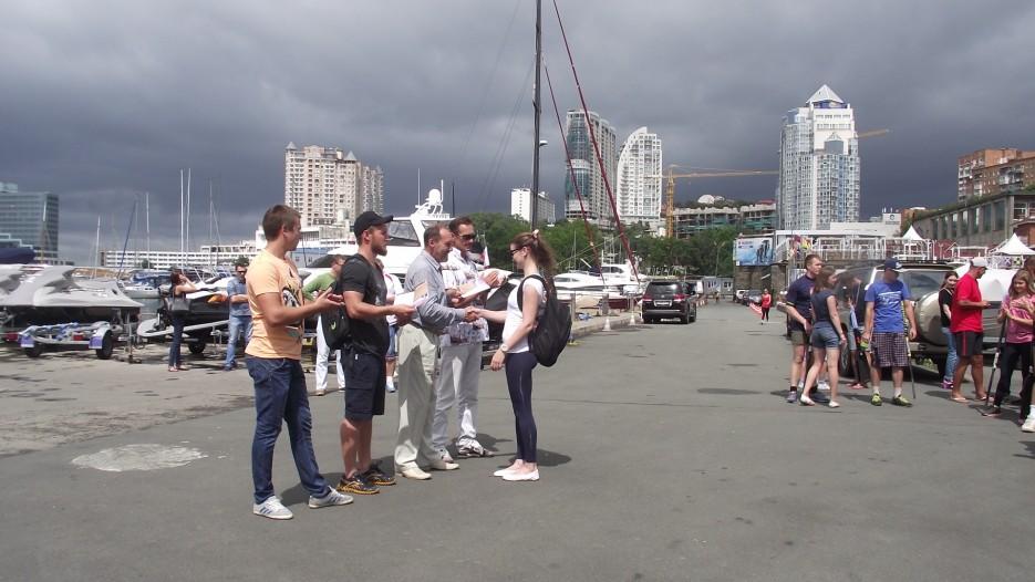 Фото 44628 | Славянский берег в гребном спорте. Чествование участников регаты вдоль берега Хасанского района
