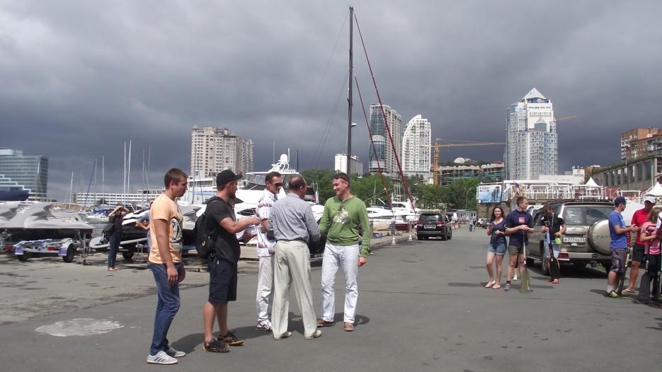 Фото 44631 | Славянский берег в гребном спорте. Чествование участников регаты вдоль берега Хасанского района
