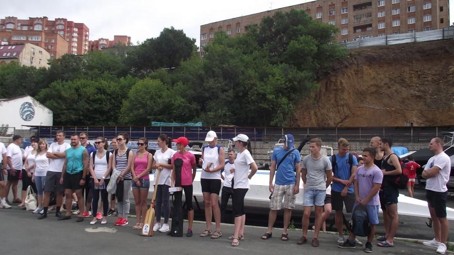 Фото 44634 | Славянский берег в гребном спорте. Чествование участников регаты вдоль берега Хасанского района