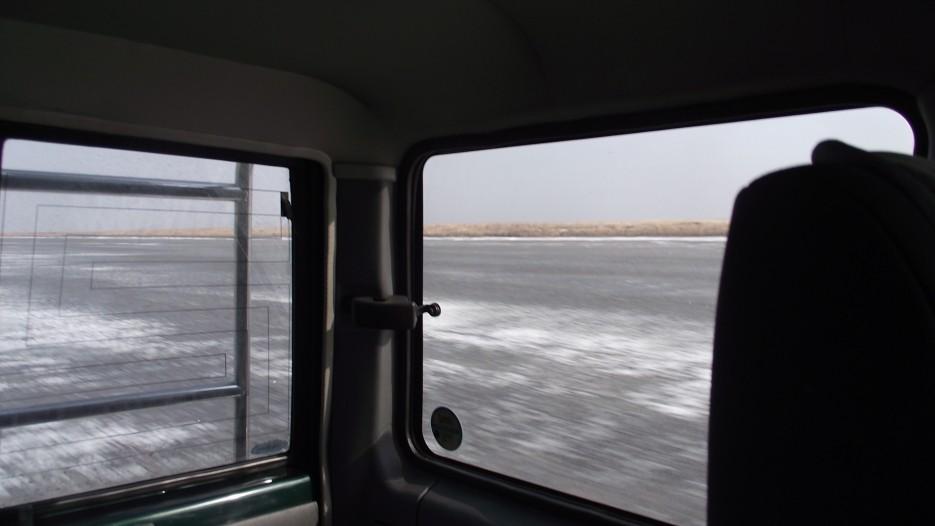 По льду бухты Экспедиции к Лебединке - так будут двигаться лодки в походе. | Ледовый поход Посьет - бухта Экспедиции - озеро Тальми - мыс Островок Фальшивый