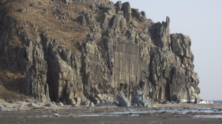 ... стремительно приближаюсь к этому месту, где меня ждут Сидими и Адими.   Ледовый поход Посьет - бухта Экспедиции - озеро Тальми - мыс Островок Фальшивый