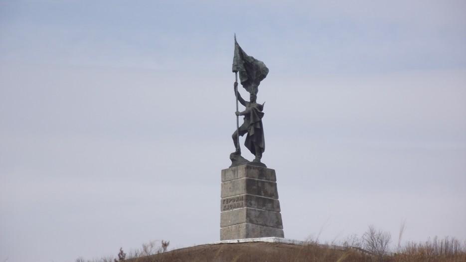 Памятник Героям Хасана со стороны замаскированного командного пункта. | Третья экспедиция. Посьетский грот - Краскинское городище - Краскино - Посьет