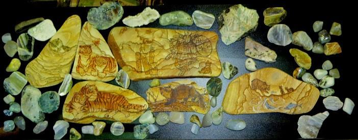Коллекция поделок из полудрагоценных камней полуострова Краббе. Зародыш муниципальной коллекции для музея.  Кроме того, в разработке - геологический буклет о Хасанском районе и геологические экскурсионные программы.   Хасанский район на туристской выставке на острове Русском
