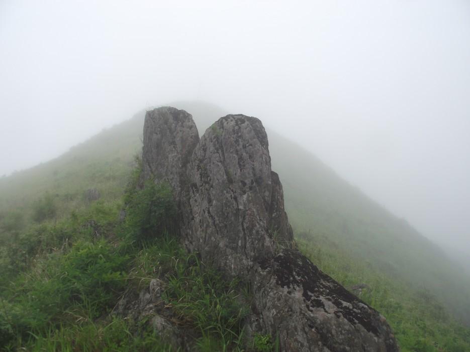 Фото 46217 | Скала Крепость на въезде в Славянку и полуостров Краббе - штурм в тумане