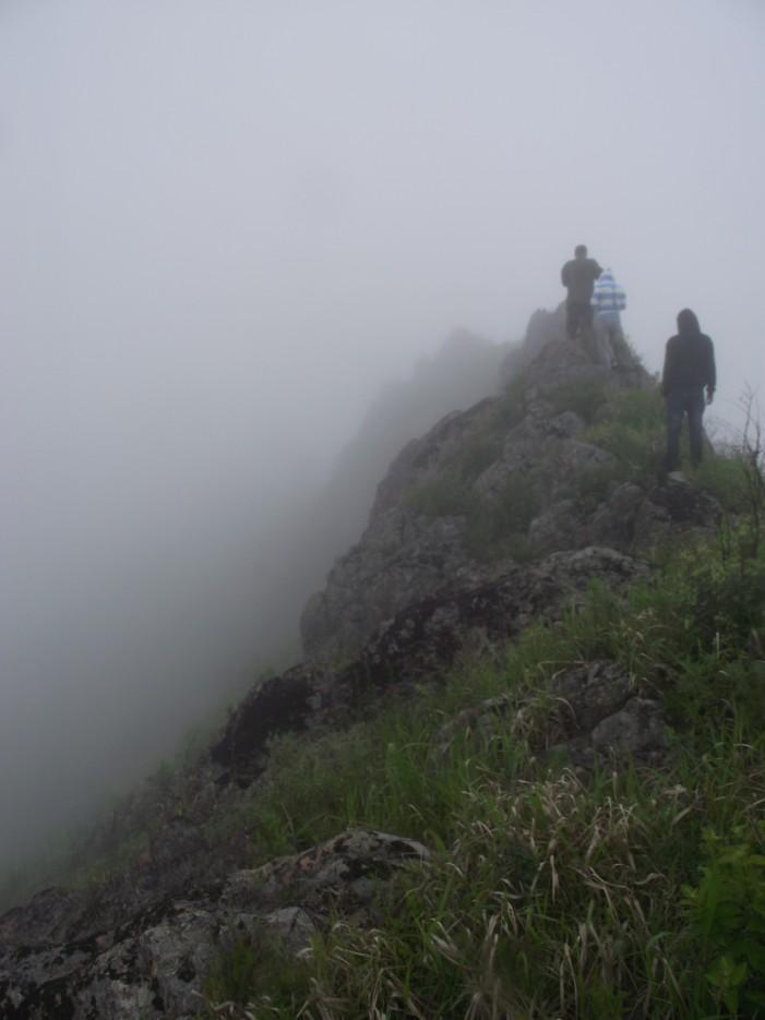 Фото 46221 | Скала Крепость на въезде в Славянку и полуостров Краббе - штурм в тумане