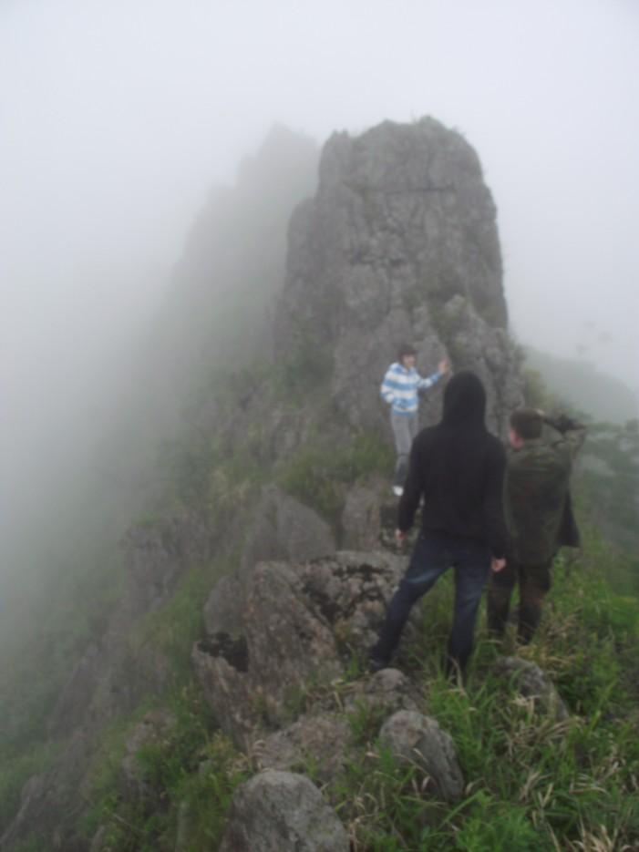 Фото 46222   Скала Крепость на въезде в Славянку и полуостров Краббе - штурм в тумане