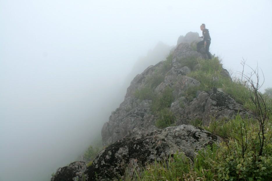 Я на вершине | Скала Крепость на въезде в Славянку и полуостров Краббе - штурм в тумане