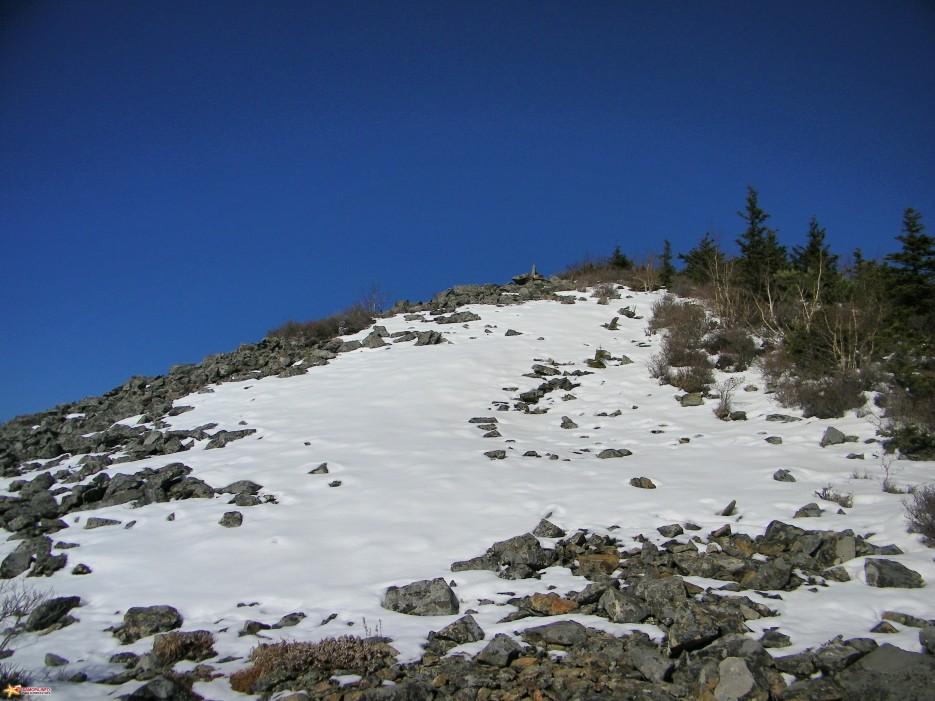На каменной осыпи. | Зима наступила. Подъем на г.Облачная 1854 м. 24.10.2009 года.