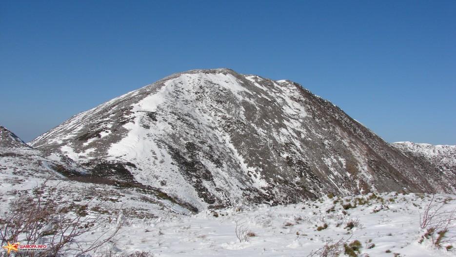 На плато. Вышли на плато перед вершиной г.Облачная 1854 м. | Зима наступила. Подъем на г.Облачная 1854 м. 24.10.2009 года.