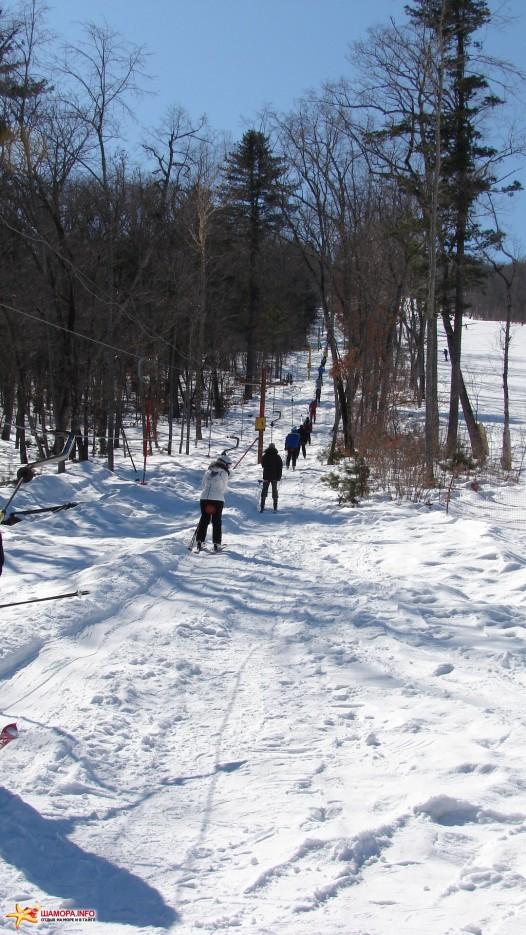 08.На подъемнике. Подъем горнолыжников на склон. Время подъема четыре минуты. | «Пидан Сихотэ» 8 марта 2010 года.