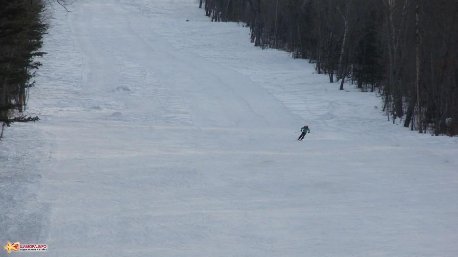 13.Скоростной спуск. Юная горнолыжница спускается с самой вершины горнолыжного склона «Пидан Сихотэ» (длина 1350 м).   «Пидан Сихотэ» 8 марта 2010 года.
