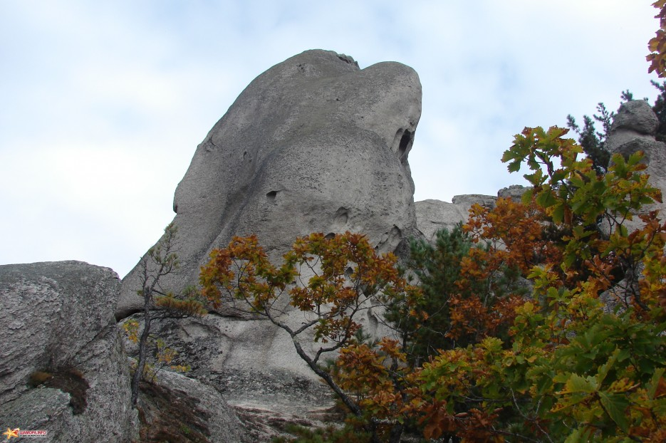16.Круглая скала.   Чистоводное. «Парк Драконов». 9.10.2010 года.