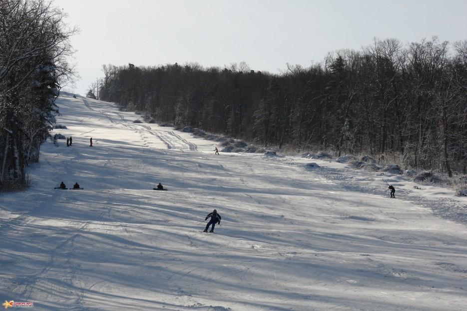 12.Лыжники на верхней части подъемника. | ЦАО «Пидан Сихотэ» 11-12  декабря 2010 года.