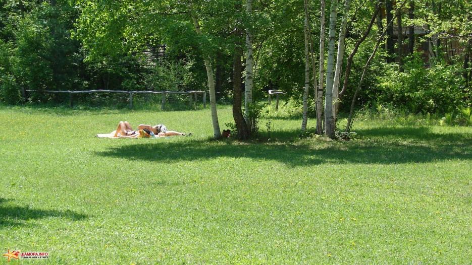 14.Загораем. | Лето на базе отдыха «Бархатная Сихотэ». Август 2011 года.