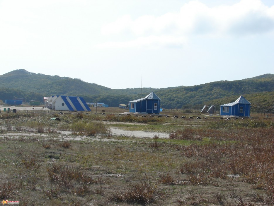 09.База отдыха «Триозерье Сихотэ».   Бухта Триозерье. 5.10.2011 года.